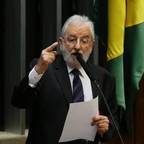 Deputado Ivan Valente Foto: Ailton Freitas / Agência O Globo