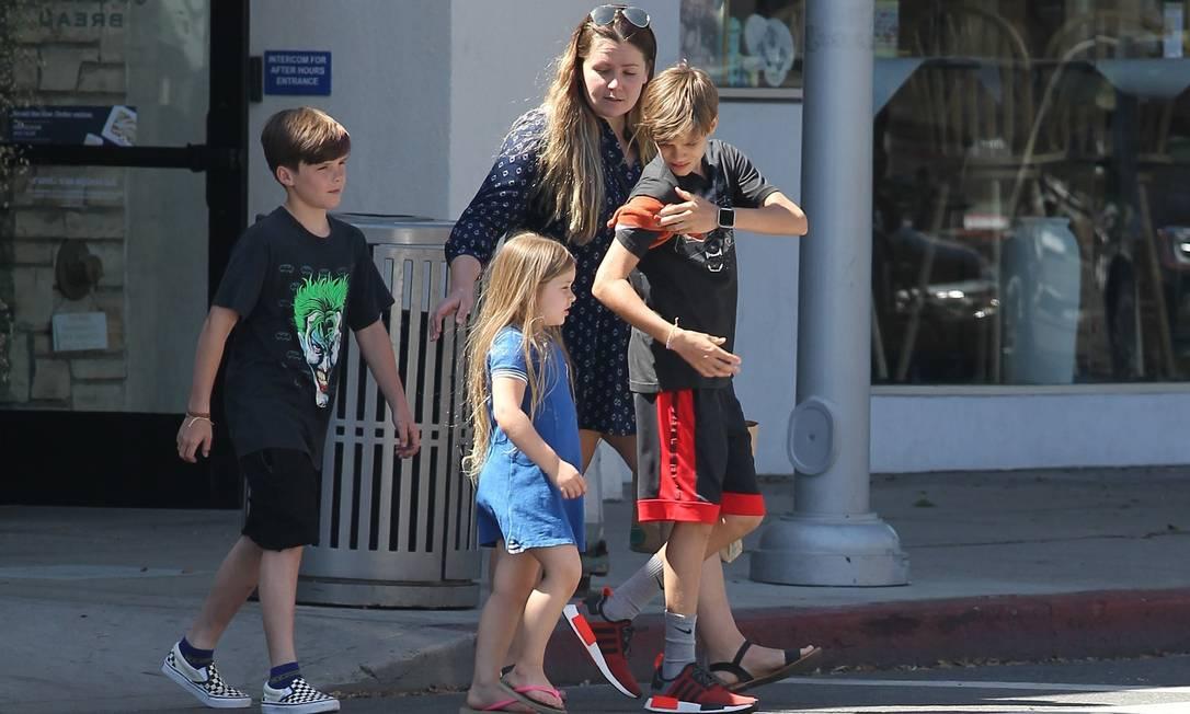Harper, Cruz (à esquerda) e Romeo foram fotografados neste fim de semana, na Califórnia, sem a companhia dos pais: David e Victoria Beckham AKM-GSI