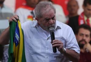 O ex presidente Lula discursa em ato na véspera da votação na Câmara dos Deputados do impeachment da presidente Dilma Rousseff Foto: André Coelho / Agência O Globo / 16-4-2016