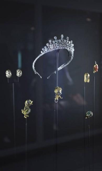 As tiaras usadas por Grace Kelly em exposição realizada no Victoria & Albert Museum, em Londres, em 2010 Agência O Globo