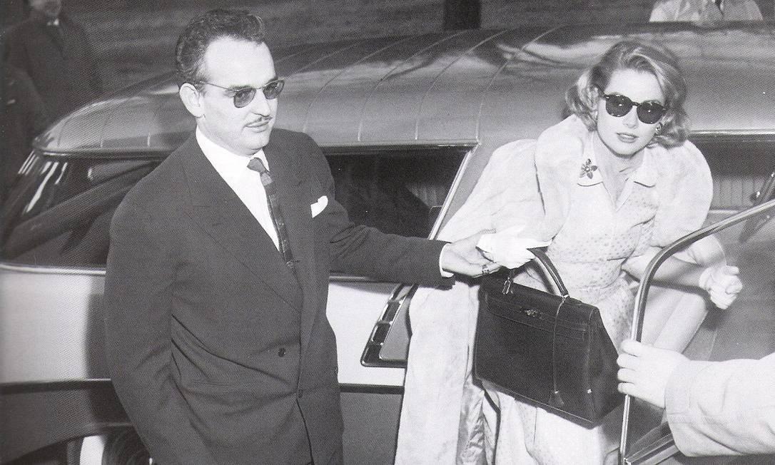 A princesa com a icônica bolsa Kelly, rebatizada pela Hermès em sua homenagem Agência O Globo
