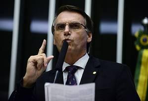 O deputado Jair Bolsonaro discursa em sessão de discussão do processo de impeachment na Câmara (16-04-2016) Foto: Nilson Bastian / Agência Câmara
