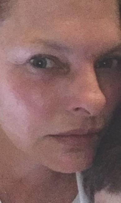 Reconhece a moça da foto? É a supermodelo dos anos 1990 Linda Evangelista, que deu o que falar ontem ao aparecer ao natural, sem o excesso de Photoshop que suas fotos atuais costumam ter (como você verá mais à frente). Aos 50 anos, Linda não esconde que o tempo passou. Ela mesma posta fotos em seu Instagram sem grandes produções Reprodução
