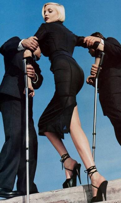 """A alemã Nadja Auermann em foto publicada na """"Vogue"""" americana nos anos 1990. O clique é de Helmut Newton Reprodução"""