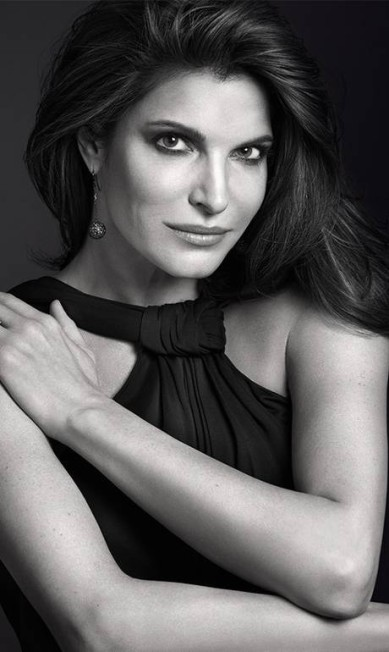 E essa? É a supermodelo Stephanie Seymour, de 47 anos, na campanha de 2015 da Estée Lauder, feita por Mario Sorrenti Divulgação