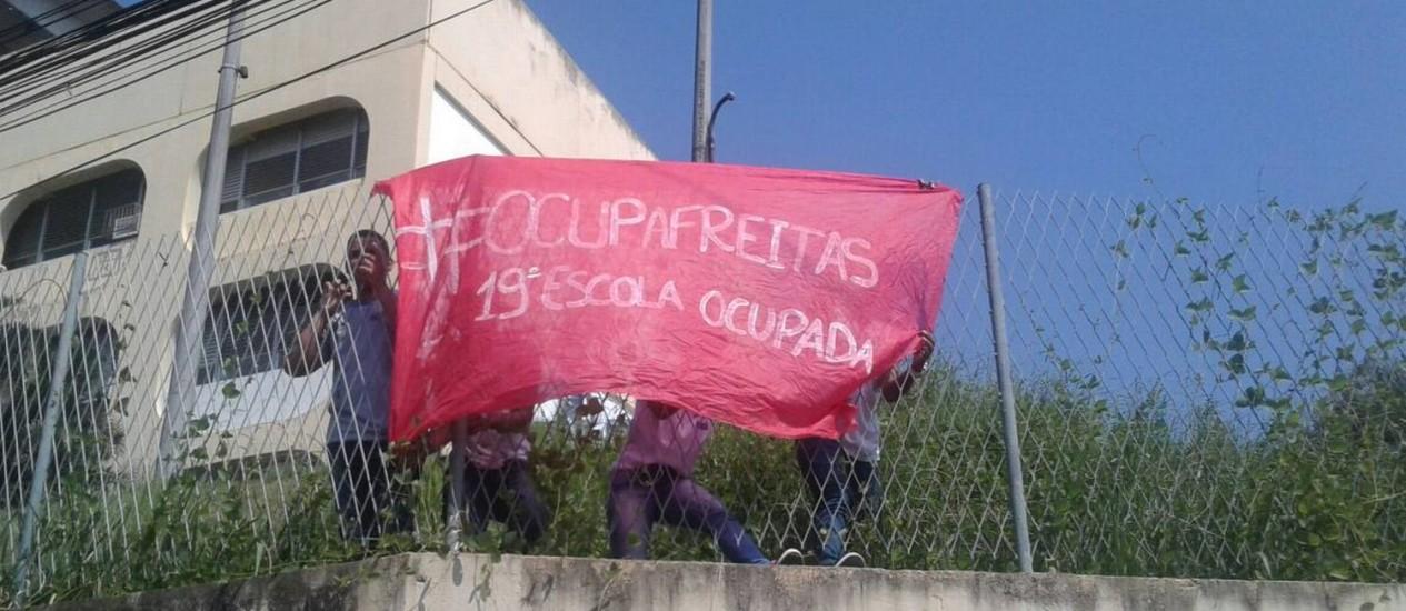 A Escola Estadual Joaquim Freitas, em Queimados, na Baixada Fluminense, foi ocupada por alunos no dia 11 de abril Foto: Foto de leitor