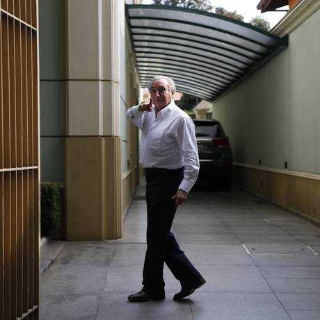 O vice-presidente, Michel Temer, na sua casa em Pinheiros, São Paulo Foto: Edilson Dantas / Agência O Globo