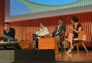 Bruno Luperi, Benedito Ruy Barbosa, Luiz Fernando Carvalho e Edmara Barbosa na coletiva de lançamento de 'Velho Chico', em março Foto: Divulgação/TV Globo