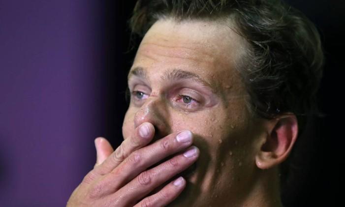 Cesar Cielo chora ao dar entrevista após sair da piscina: recordista mundial dos 50m não consegue a vaga para disputar os Jogos Rio-2016 Foto: Satiro Sodre / SSPress/divulgação