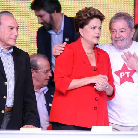 A presidente Dilma Rousseff, ao lado do ex-presidente Luiz Inácio Lula da Silva e do vice Michel Temer em 2014 Foto: Givaldo Barbosa / Agência O Globo / 21-6-2014