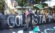 Levante Popular da Juventude realiza protesto em frente a casa de Michel Temer, em SP