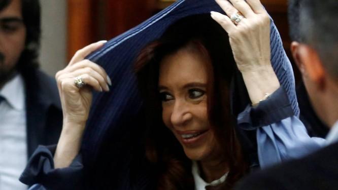 Investigações. Cristina chega a tribunal em Buenos Aires: ex-presidente é citada em delação Foto: AGUSTIN MARCARIAN/REUTERS