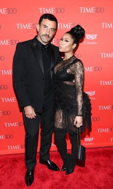 Riccardo Tisci, da Givenchy, um dos estilistas mais influentes do mundo, posa com Nicki Minaj Evan Agostini / Evan Agostini/Invision/AP