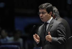 Randolfe Rodrigues (REDE-AP) no plenário do Senado Foto: Ailton de Freitas / Agência O Globo