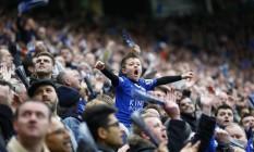O pequeno torcedor vibra com o Leicester City, que pode ser campeão pela primeira vez Foto: Darren Staples / Reuters