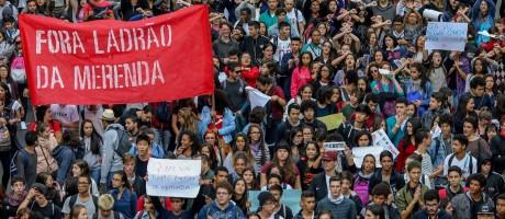 Alunos da rede estadual protestam em SP Foto: Pedro Kirilos / Agência O Globo