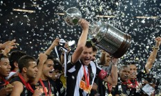 Atlético-MG comemora o título da Libertadores, em 2013: final da competição pode passar a acontecer em jogo único Foto: VANDERLEI ALMEIDA / AFP
