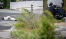 Após dizer que carregava bomba, suspeito é baleado em frente a emissora em Baltimore Foto: BRYAN WOOLSTON / REUTERS