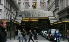 Entrada do hotel Savoy no centro de Londres, Inglatera Foto: Suzanne Plunkett / Bloomberg News