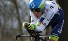 Exame antidoping acusou a presença de terbutalina, substância usada em tratamentos para asma, no organismo do ciclista britânico Simon Yates Foto: KENZO TRIBOUILLARD / AFP