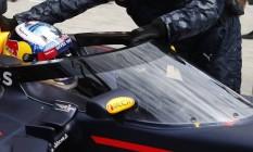 Daniel Ricciardo, piloto da RBR, testa uma proteção de cockpit durante os treinos livres do GP da Rússia de Fórmula 1 Foto: Pavel Golovkin / AP