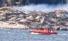 Equipes de resgate fazem buscas após queda de helicóptero na Noruega Foto: NTB SCANPIX / REUTERS