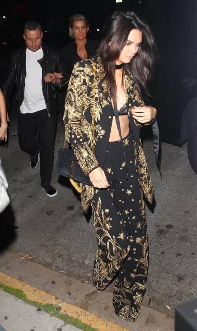 Uma das melhores amigas de Gigi, Kendall Jenner também arriscou-se em um top supersexy AKM-GSI