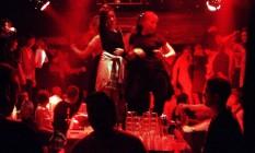 Jovens dançam em discoteca Foto: Oleg Nikishin / Agência O Globo