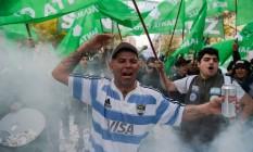 Trabalhadores protestam em Buenos Aires contra governo Macri Foto: EITAN ABRAMOVICH / AFP