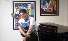 O cantor trabalha em novas músicas e planeja DVD para este ano Foto: Fabio Rossi / Agência O Globo
