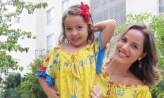 Niterói - Marcelle Bastos e sua filha, com roupas da loja online Bella Flor Foto: America Cupello/Divulgação