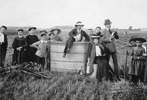 Santos Dumont ao pousar de balão esférico Foto: Divulgação