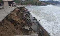 Calçadão da Praia de Piratininga desaba durante ressaca Foto: Paulo Oberlander / Divulgação