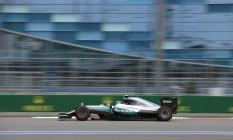 Nico Rosberg acelera para conseguir a pole position na Rússia, sua segunda nesta temporada da Fórmula 1 Foto: Ivan Sekretarev / AP