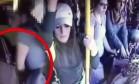 Homem apanha após abusar de passageira em ônibus Foto: Reprodução/YouTube