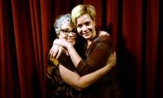 Leandra Leal abraça a mãe, Ângela, em foto de 2013 Foto: Léo Marinho / AG News