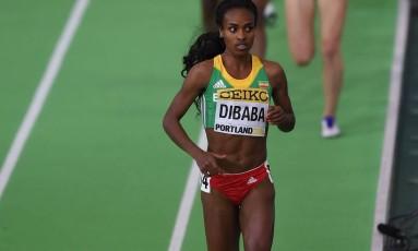 A etíope Genzebe Dibaba vai disputar, no Rio, a prova na qual a irmã é campeã olímpica e mundial Foto: DON EMMERT / AFP