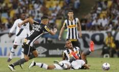 Botafogo e Vasco voltam ao Maracanã para decidir o Campeonato Carioca, o que fizeram em 2015 Foto: Marcos Tristão / Agência O Globo