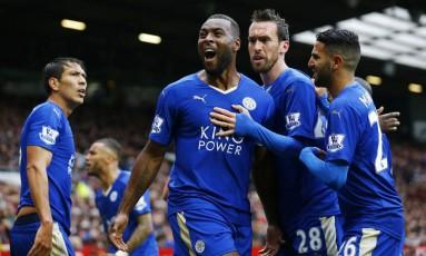 O capitão Morgan vibra com o gol de empate do Leicester, marcado por ele, contra o Manchester United em Old Trafford Foto: Darren Staples / REUTERS