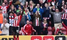 O senegalês Mané comemora um dos seus três gols na vitória do Southampton sobre o Manchester City por 4 a 2, pela 36ª rodada do Campeonato Inglês Foto: BEN STANSALL / AFP