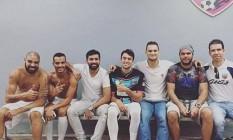 Adriano no vestiário do Miami United, com outros colegas de time, antes da estreia nos EUA: clube do Imperador foi goleado Foto: Reprodução/Instagram
