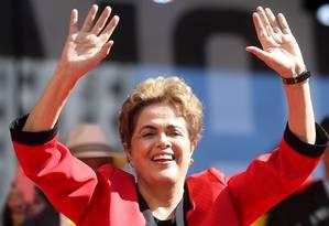 Dilma Rousseff em ato pelo Dia do Trabalho em São Paulo: apoio a nova eleição cresce a poucos dias de votação no Senado Foto: Agência O Globo / Pedro Kirilos