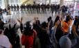 Alunos protestam contra a entrada da Tropa de Choque no ETEC Paula Souza