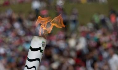 Chama olímpica arde durante revezamento na Grécia Foto: AP