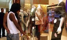 02.05.2007 - LUCÍOLA VILLELA - EXT EN - Promoção para o Dia das Mães no Norte Shopping. Na foto, vitrine da loja MERCATTO. Foto: Lucíola Villela / Arquivo