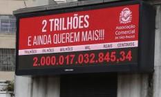 Impostômetro. No fim de 2015, registrou-se R$ 2 trilhões na arrecadação de impostos Foto: Marcos Alves/30-12-2015