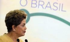 A presidente Dilma Roussef, durante cerimônia de anúncio da prorrogação da permanência dos médicos brasileiros formados no exterior e estrangeiros no Programa Mais Médicos Foto: Givaldo Barbosa / Agência O Globo / 28-4-2016