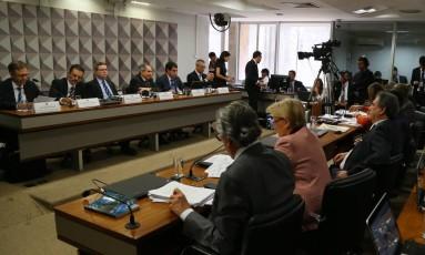 Sessão da comissão do impeachment no Senado Foto: Ailton Freitas / Agência O Globo
