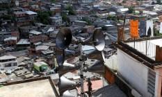 As sirenes da comunidade Santa Cecília, em Petrópolis Foto: Roberto Moreyra - 08/04/2012 / Agência O Globo