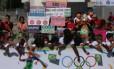 Chegada da tocha olímpica em Brasília tem pequenas manifestações